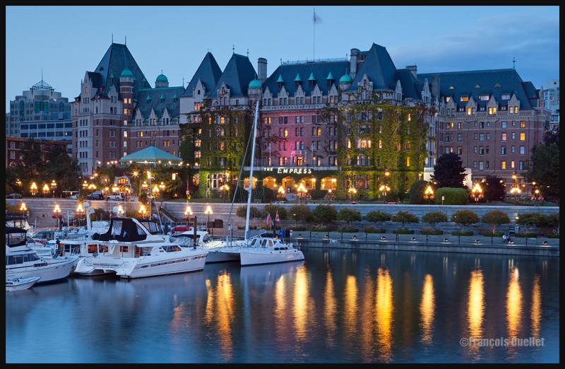 Empress Hotel au crépuscule, Victoria Harbor, Canada 2014