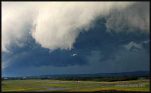 A roll arcus cloud in development ahead of a thunderstorm approaching the Quebec Jean-Lesage airport in 2012.
