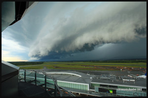 An arcus cloud ahead of a thunderstorm approaching the Quebec Jean-Lesage airport in 2012