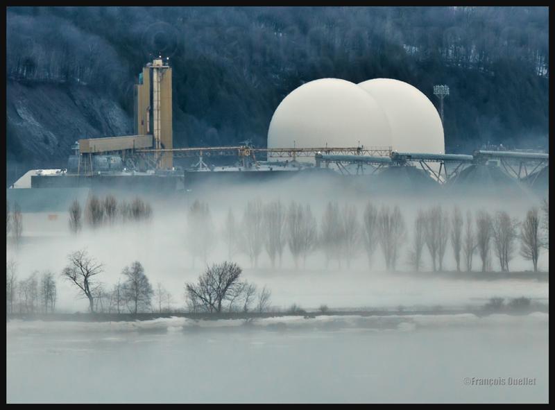 Les nouveaux silos à granules de l'anse au Foulon à Québec en 2014