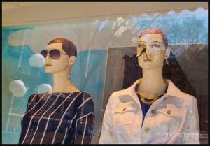 Photographie de rue: mannequin attaqué