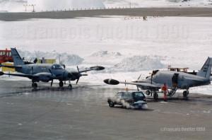 RU-21 Guardrail Common Sensor en escale à Iqaluit en 1990, à destination du Golfe Persique