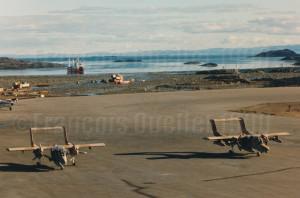 OV-10 Broncos en escale à Iqaluit en 1990 et à destination du Golfe Persique.
