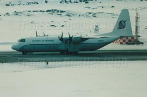 Southern Air Transport L-382 N908SJ en escale à Iqaluit en 1990