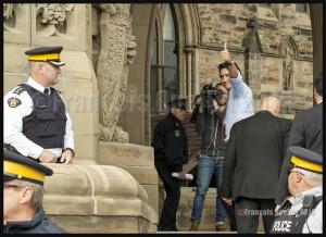 Le nouveau Premier Ministre désigné Justin Trudeau se prépare à entrer au Parlement d'Ottawa le 20 Octobre 2015