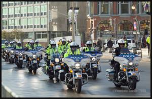 Policiers à moto à Ottawa le 22 Octobre 2015 à l'approche de la cérémonie honorant le caporal Nathan Cirillo et l'adjudant Patrick Vincent