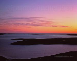 Lumière du ciel la nuit durant l'été à Iqaluit, 1988
