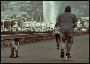 Photographie de rue à Genève : les grosses roues sont pour les enfants