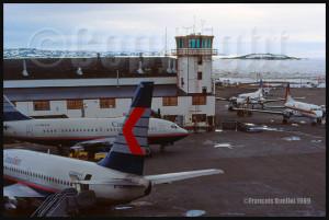B-737 de Canadian Airlines et HS-748 de Firstair à Iqaluit en 1989