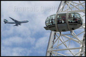 Photos de l'Angleterre: le London Eye et un Boeing B-747 de Cathay Pacific Cargo en 2015