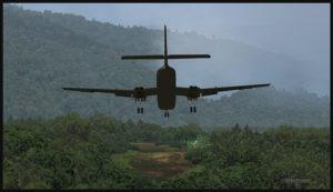 Un DHC-4 Caribou virtuel en approche pour la piste en pente d'Asimba (ASB) en Papouasie Nouvelle-Guinée PNG (FSX)