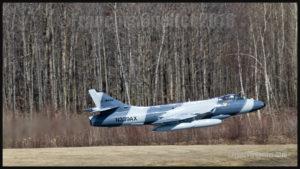 Un Hawker Hunter, de la compagnie américaine ATAC, au décollage de l'aéroport international Jean-Lesage de Québec en mai 2016