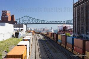 Vue du Port de Montréal, de la Brasserie Molson et du Pont Jacques-Cartier en 2016