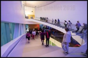 Escalier intérieur du Pavillon Pierre Lassonde du MNBAQ le 24 juin 2016