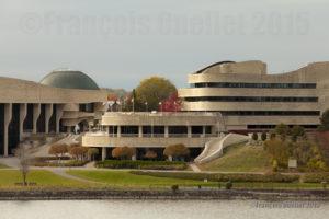 Musée canadien de l'histoire situé au Québec et vu à partir d'Ottawa durant l'automne 2015