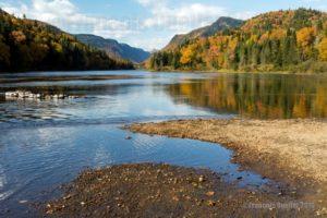 Couleurs d'automne dans le parc national de la Jacques-Cartier au Québec