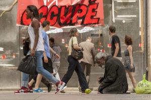 Photographie de rue à Paris, France.