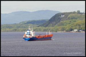 Le navire Havelstern approche l'Île d'Orléans en juin 2017, en direction de Point Tupper en Nouvelle-Écosse