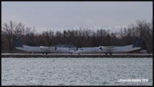 Deux avions Bombardier Q-400 de Porter sur l'aéroport de Billy Bishop de Toronto