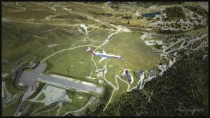 Un avion virtuel CRJ-700ER (Aerosoft) de la compagnie Air France HOP est en vol au-dessus de l'aéroport virtuel de Courchevel en France (LLH Creations)