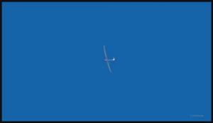 Le planeur prend de l'altitude.