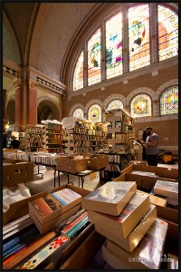 2015-Used-books-in-Old-Quebec-church-web