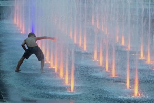Playing-with-the-fountain-in-Quebec-City
