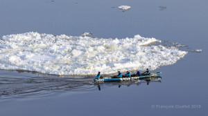 Volvo-et-le-canot-sur-glace-près-de-Québec-web